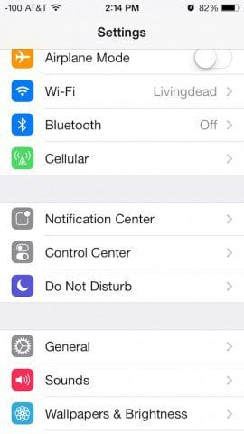 adds a bit more movement to the old interface How To Set a Dynamic Wallpaper in iOS 7