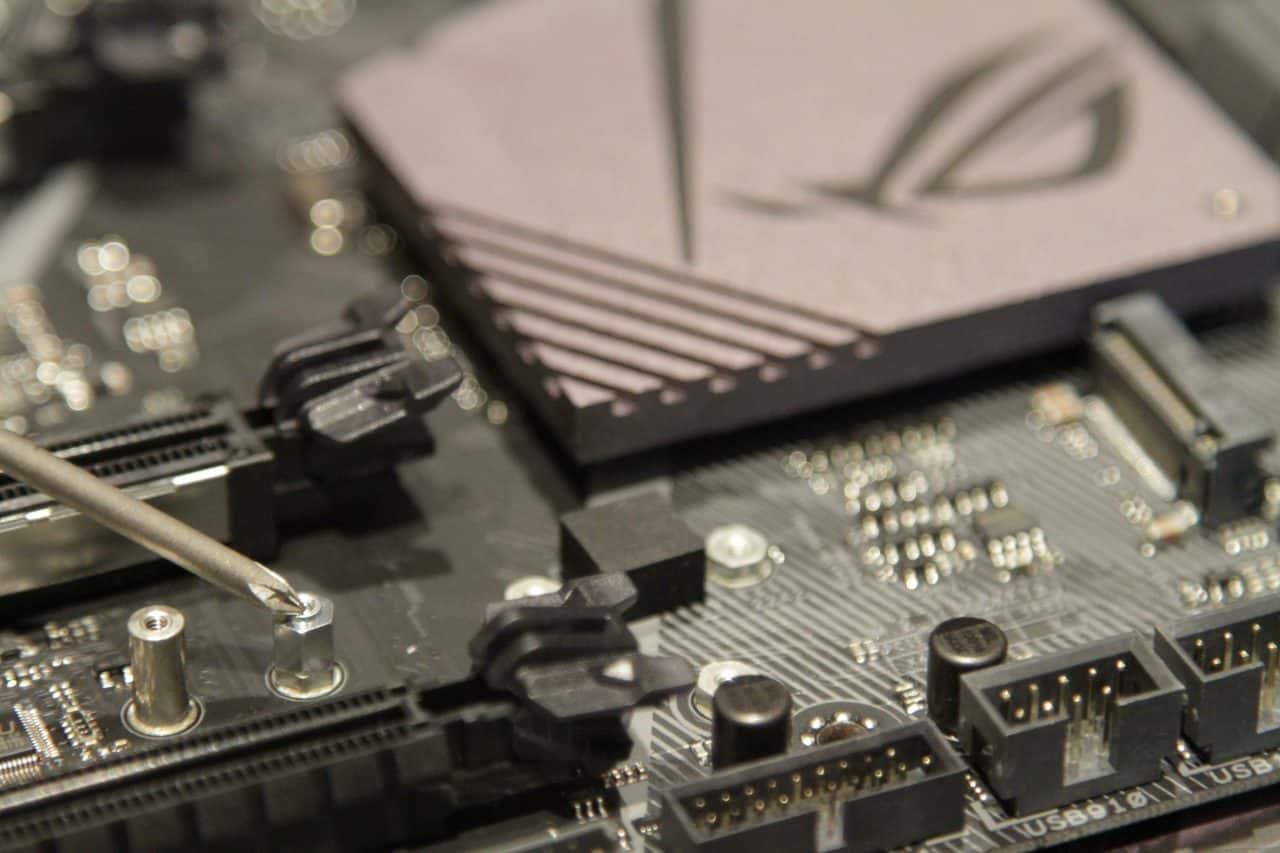 install-motherboard-standoff-screw-mount